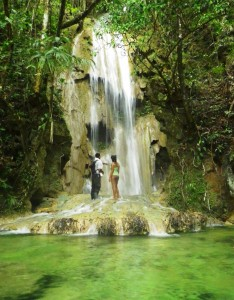 lascuevas-waterfall-belize